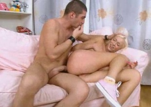 Rough anal dealings with blond whore