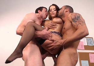 Liza del Sierra gets sandwiched hard by two job battleground