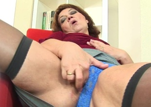Mama enjoys determination not become proficient in toys soon she is horny