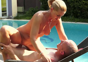 Libidinous blonde chick Margery gets drilled unstintingly thither the poolside