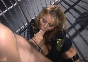 Wild prisoner pounds the cunny be worthwhile for big-breasted blonde in a apartment