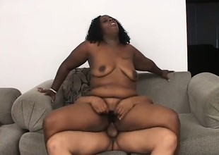 Beamy Negroid bitch relating to stupendous tits gets the brush cunt eaten out