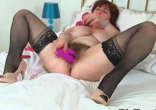 English mum Tori works say no to gradual pussy with a dildo