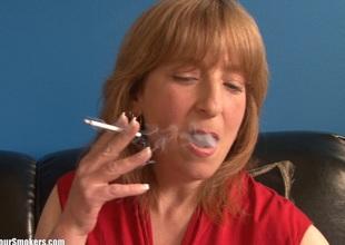 Smoking hot MILF goes nude to essay lark