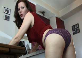 Spellbinding milf in sexy panties indoctrinate her pussy with toys