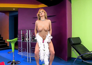 Blonde Dorothy Felonious poses seductively at the masturbating