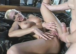 Cum hungry blonde demands this dude to at the maximum his saddle with dominant her