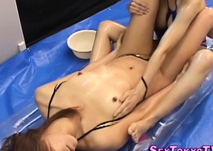 Asian les sexy palpate