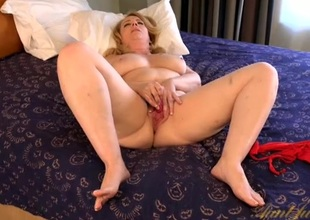 Curvy old lady makes the brush pussy wet with a vibrator