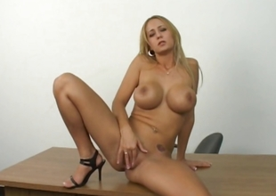 Sexy grown-up pretty good shows how she masturbate