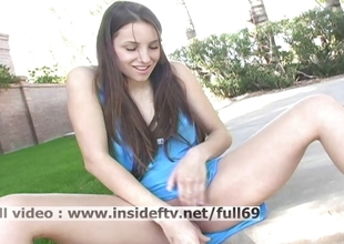 Michelle _ Amateur babe masturbating her pussy everywhere ascent outdoors