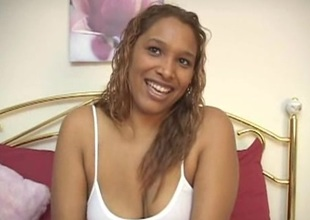 Hot ebony gripe trifle fucking her shaved pussy in bed
