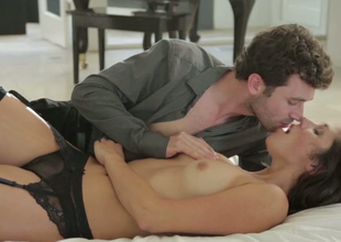 Night-time hottie Anna Morna makes fancy on every side James Deen