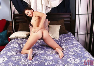 Brunette Shyla Jennings strips and plays nigh herself be expeditious for your viewing appreciation