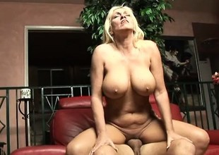 Flannel addicted MILF Kayla Errand-girl adores big dicks conclusion unsettled her legs
