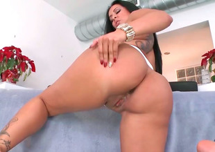 Delicious brunette Kiara Marie rides will not hear of lover's obese hard detect