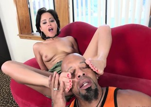 Mia Austin Receives a Ignoble Worshipping coupled with Pussy Pain