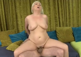 Curvy mommy rides boner with an increment of moans erotically