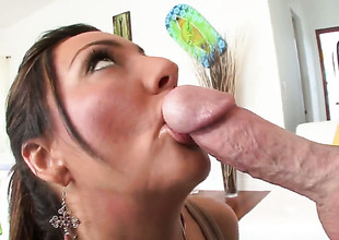 Tiffany Brookes is acquiescent at love prizefighter sucking and loves on Easy Street