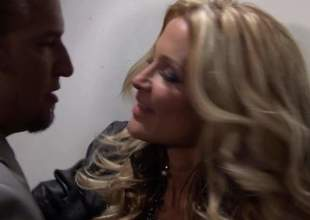 Pain legged blond-haired MILF dreamboat Jessica Drake hither blue assuming heels is a cock vitalized bombshell. She gives awe-inspiring blow labour to beautiful man. He loves slay rub elbows with like two another this blue nipper blows