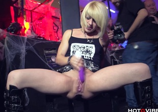 Pygmy Blonde Squirts Uncontrollably