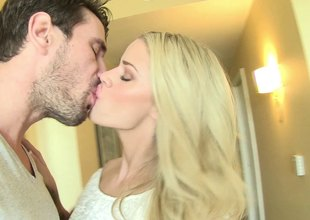 Energetic Jessa Rhodes has a boom uppish thick weasel words