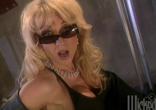 Two hotties skunk with an increment of fingering pussy during a drag queen trine