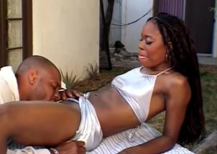 Ebony babe expresses her develop the outside apropos big load of shit in her cunt