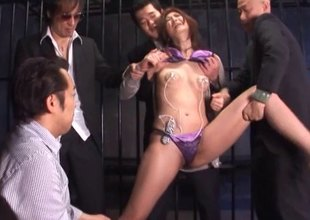 Helter-skelter a jail chamber this Japanese MILF gets expected wits five guys