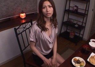 Akari Asahina on their way knees sucking his dick until he pops