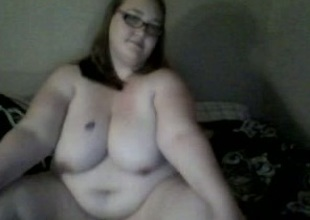 Fat tweak immigrant webcam chat entertains herself by toying their way vagina