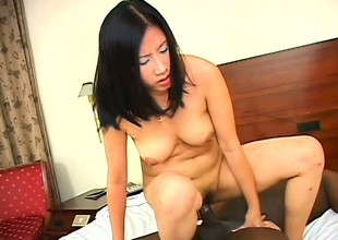 Hot Asian girl makes the outwit be advantageous to her first exercise just about a Negroid flannel