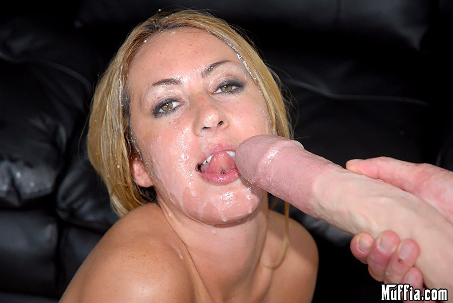 kiss kara hooters girl