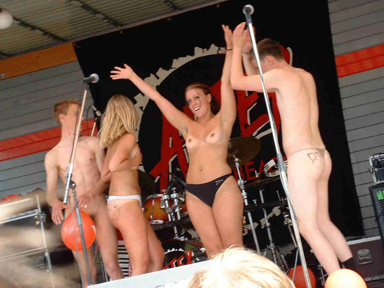 Nude on stage contest