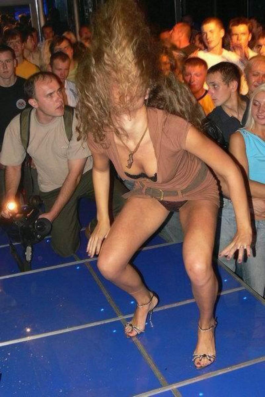 Пьяные девчонки танцуют в клубе фото 14 фотография